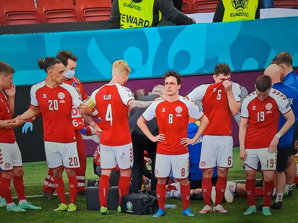 Eriksen sviene, necessario massaggio cardiaco: sospesa Danimarca-Finlandia