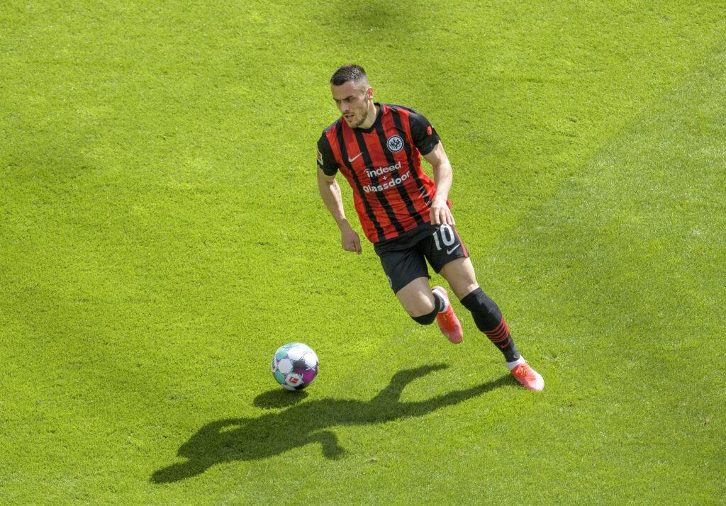 L'Eintracht vuole 25-30 milioni per Kostic: l'Inter ci pensa