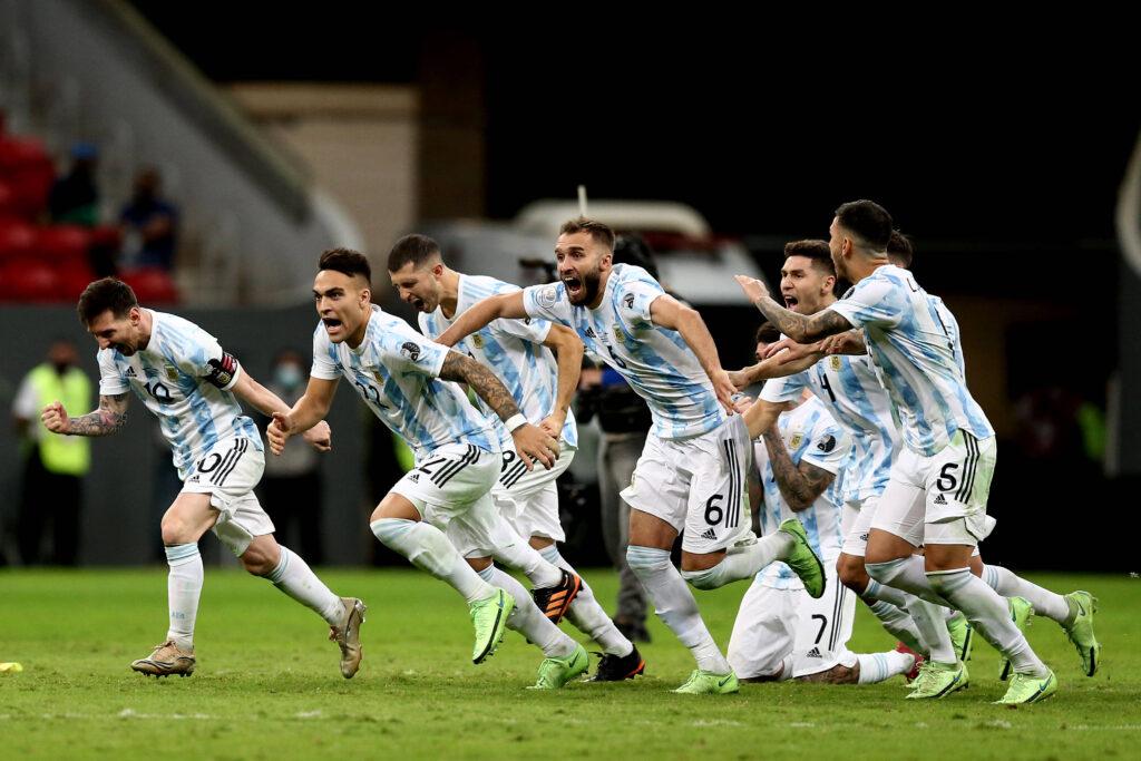 Il giocatore trionfa in patria: ecco i complimenti dell'Inter