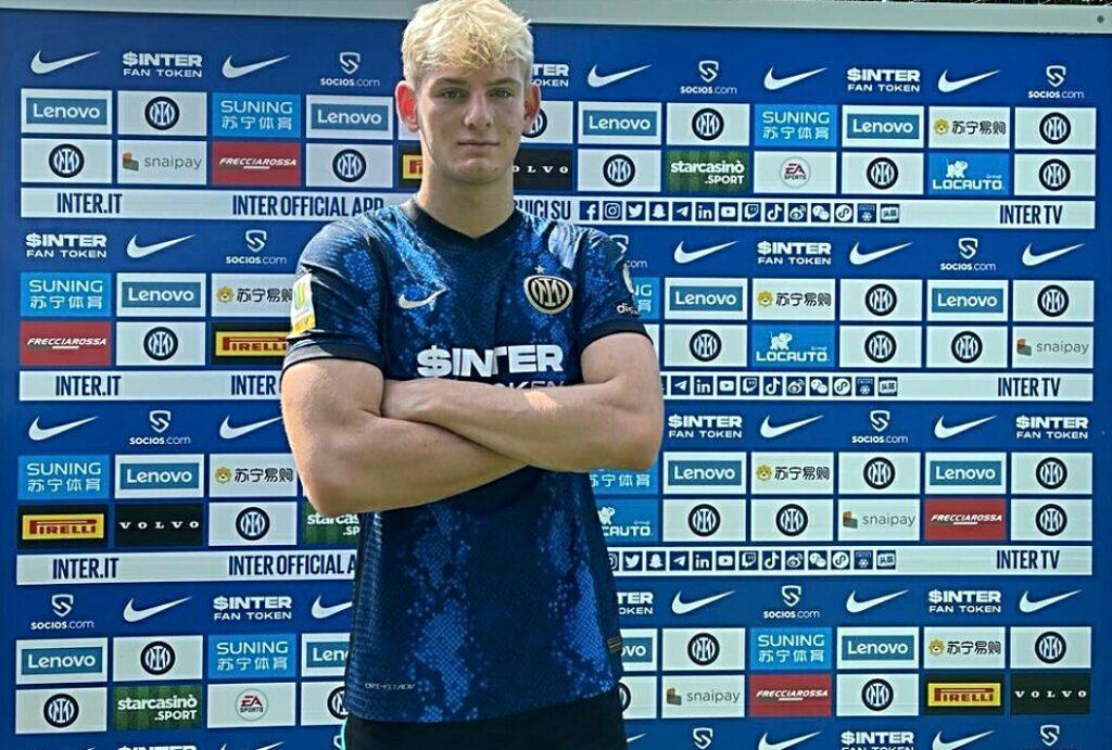 Inter, presentato il nuovo attaccante: