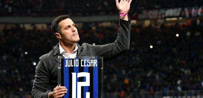 Former Inter player Julio Cesar waves The fans prio to the Serie A 2018/2019 football match between Fc Internazionale and AC Milan at Giuseppe Meazza stadium Allianz Stadium, Milano, October, 21, 2018 Foto Andrea Staccioli / Insidefoto PUBLICATIONxNOTxINxITA andreaxstaccioli