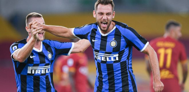 Stefan de Vrij of FC Internazionale celebrates scoring first goal during the Serie A match between Roma and Inter Milan at Stadio Olimpico, Rome, Italy on 19 July 2020. PUBLICATIONxNOTxINxUK Copyright: xGiuseppexMaffiax 26790005