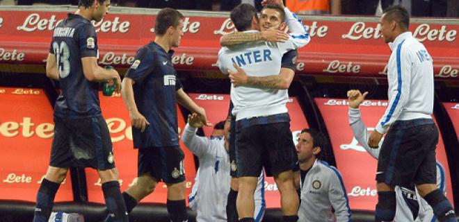 Abbraccio Zanetti Icardi Inter-Lazio