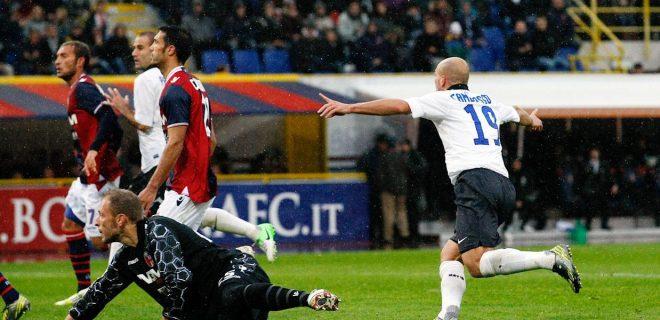 Bologna-Inter 12 esultanza gol Cambiasso