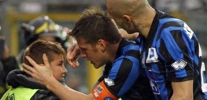 Denis abbraccio figlio Atalanta-Napoli