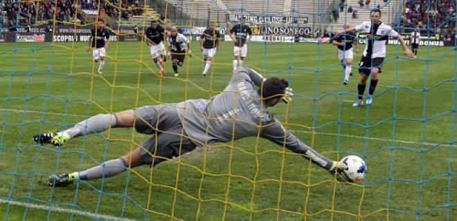 Handanovic rigore parato Cassano Parma-Inter
