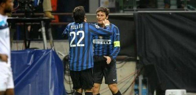 Inter-Lille abbraccio Zanetti-Milito (2)