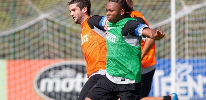 Inter allenamento 17 settembre 2012 - Chivu e Obi