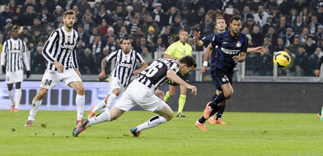 Lichtsteiner gol Juventus-Inter