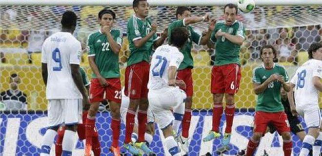 Pirlo punizione Italia-Messico