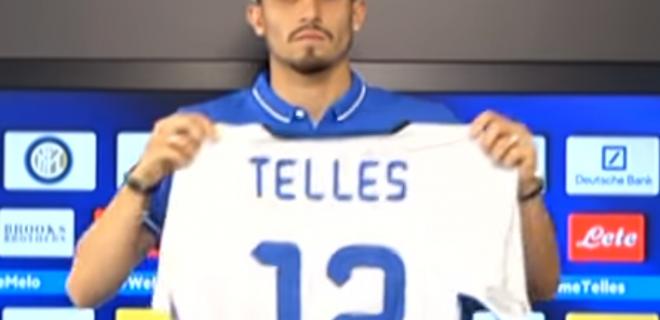 Alex Telles, brasiliano classe 1992. Arrivato dalla Turchia, disputa la stagione 2015/2016 in nerazzurri, con 22 presenze e 0 gol. Lo ha sponsorizzato Mancini dal Galatasaray, ma la sintesi della sua esperienza all'Inter sta nella sua faccia.